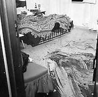 Napoli ottobre 1975 strage di via caravaggio , un intera famiglia viene trovata morta nella propria abitazione <br /> le vittime domenico Santangelo , la moglie gemma e la figlia Angela vengono trovati sgozzati