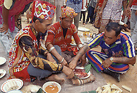Ibans reading omens from pig liver &amp; gall bladder<br /> Borneo, Indonesia, W. Kalimantan near Bentuang-Karimun N.P.<br /> 1997 ITTO Borneo Biodiversity Expedition<br /> September