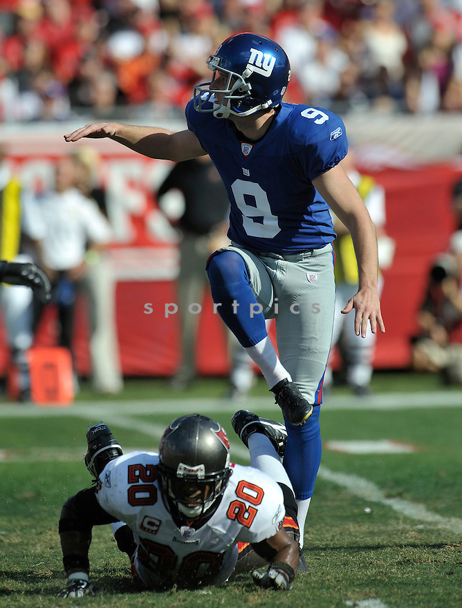 LAWRENCE TYNES, of the New York Giants in action during the Giants game against the  Tampa Bay Buccaneers on January 6, 2007 in Tampa Bay, Florida...GIANTS win 24-14..SportPics