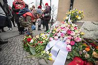 """Gedenken an Ehrenmord-Opfer Hatun Sueruecue in Berlin.<br /> Am Dienstag den 7. Februar 2017 wurde in Berlin-Tempelhof der am 7.2.2005 ermordeten Deutsch-Kurdin Hatun Sueruecue gedacht. Die 21jaehrige Frau wurde von ihrer Familie ermordet, weil sie sich nicht an die """"traditionellen"""" Werte gehalten hat, eine Ausbildung zur Elektroinstallatoerin gemacht hat und mit ihrem unehelichen Kind ein selbstbestimmtes Leben fuehren wollte.<br /> Der Mord wurde in Abstimmung mit der Familie von ihren Bruedern durchgefuehrt, als Taeter wurde der damals minderjaehriger Bruder vorgeschickt. Zwei Brueder fluechteten in die Tuerkei.<br /> 7.2.2017, Berlin<br /> Copyright: Christian-Ditsch.de<br /> [Inhaltsveraendernde Manipulation des Fotos nur nach ausdruecklicher Genehmigung des Fotografen. Vereinbarungen ueber Abtretung von Persoenlichkeitsrechten/Model Release der abgebildeten Person/Personen liegen nicht vor. NO MODEL RELEASE! Nur fuer Redaktionelle Zwecke. Don't publish without copyright Christian-Ditsch.de, Veroeffentlichung nur mit Fotografennennung, sowie gegen Honorar, MwSt. und Beleg. Konto: I N G - D i B a, IBAN DE58500105175400192269, BIC INGDDEFFXXX, Kontakt: post@christian-ditsch.de<br /> Bei der Bearbeitung der Dateiinformationen darf die Urheberkennzeichnung in den EXIF- und  IPTC-Daten nicht entfernt werden, diese sind in digitalen Medien nach §95c UrhG rechtlich geschuetzt. Der Urhebervermerk wird gemaess §13 UrhG verlangt.]"""