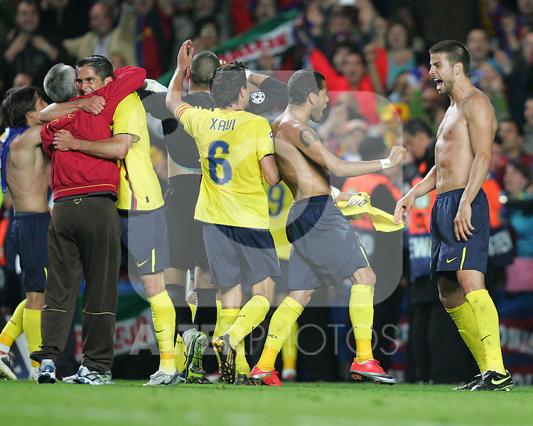 Daniel Alves and Gerard Pique (far right) and their team mates of Barcelona celebrate after the UEFA Champions League Semi Final Second Leg match between Chelsea and Barcelona at Stamford Bridge on May 6, 2009 in London, England.
