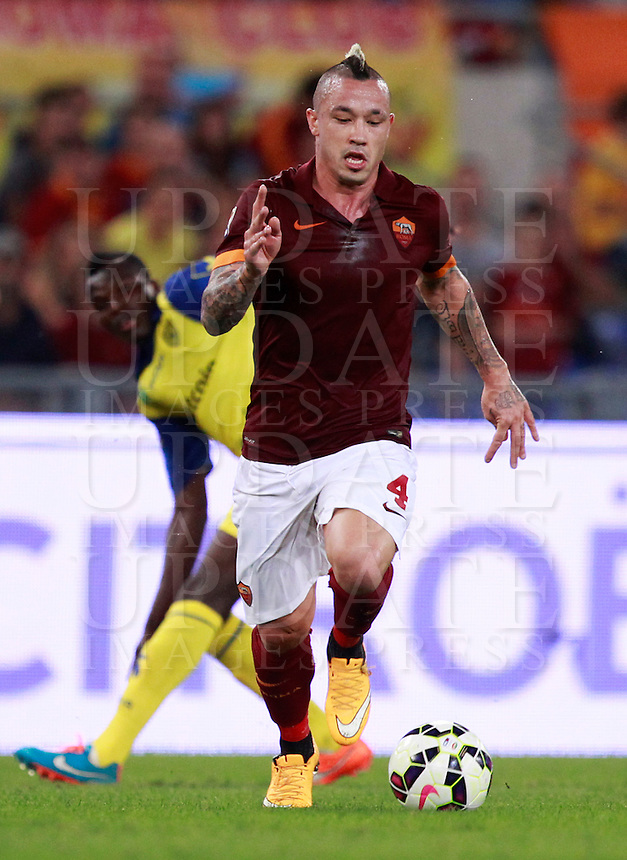Calcio, Serie A: Roma vs ChievoVerona. Roma, stadio Olimpico, 18 ottobre 2014.<br /> Roma's Radja Nainggolan in action during the Italian Serie A football match between Roma and ChievoVerona at Rome's Olympic stadium, 18 October 2014.<br /> UPDATE IMAGES PRESS/Isabella Bonotto