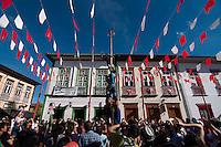 SÃO LUIZ DO PARAITINGA, SP, 27 DE MAIO DE 2012 - FESTA DO DIVINO - Pau de Sebo, realizado na tarde deste domingo (27), durante Festa do Divino de São Luiz do Paraitinga, que acontece neste final de semana. FOTO: LEVI BIANCO - BRAZIL PHOTO PRESS