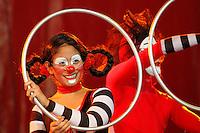 MANIZALES-COLOMBIA. 03-09-2013. Presentación de la obra CIRCO LOOP, de la Compañía peruana LA TROPA DEL ECLIPSE  en la carpa de Expoferias durante el XXXVI Festival Internacional de Teatro de Manizales, Colombia./ Presentation of the work CIRCO LOOP by peruvian company LA TROPA DEL ECLIPSE at Carpa Expoferias during the XXXVI International Theatre Festival of Manizales, Colombia. Photo: VizzorImage/Yonboni/STR