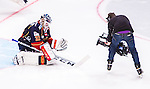 Stockholm 2014-09-17 Ishockey SHL Djurg&aring;rdens IF - Leksands IF :  <br /> Djurg&aring;rdens m&aring;lvakt goalkeeper Mikael Tellqvist  blir filmad av en TV-kamera inf&ouml;r tredje perioden<br /> (Foto: Kenta J&ouml;nsson) Nyckelord:  Djurg&aring;rden DIF Hockey Globen Ericsson Globe Arena SHL Leksand LIF portr&auml;tt portrait TV kamera TV-kamera