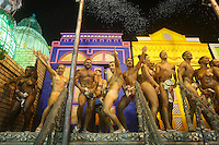 RIO DE JANEIRO, RJ, 15.02.2015 - CARNAVAL 2015 - RIO DE JANEIRO - GRUPO ESPECIAL / MOCIDADE - Integrantes da escola de samba Mocidade Independente de Padre Miguel durante desfile do grupo especial do Carnaval do Rio de Janeiro, na noite deste domingo, 15. (Foto: Gustavo Serebrenick / Brazil Photo Press)
