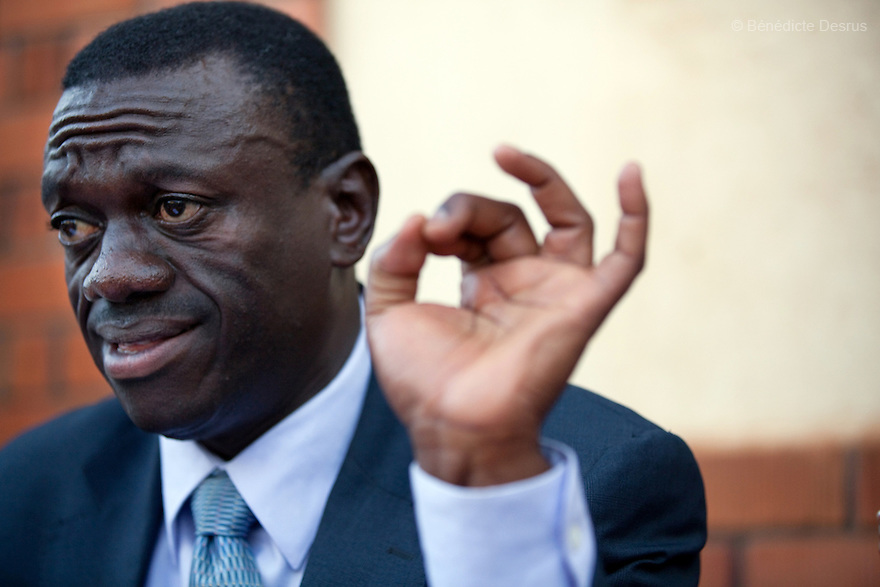 february 19, 2011 - Kampala, Uganda - Presidential candidate Kizza Besigye (2nd R) of Uganda's four-party opposition coalition, Inter-Party Cooperation (IPC), during a news conference at Party Headquarters in Kampala. Early returns from Uganda's presidential election showed President Yoweri Museveni with a huge lead over his nearest rival, making it likely he will extend his 25-year hold on power. With 17 percent of the vote counted, Museveni had about 71 percent of the ballots cast. Kizza Besigye, had about 22 percent of the votes. Photo credit: Benedicte Desrus