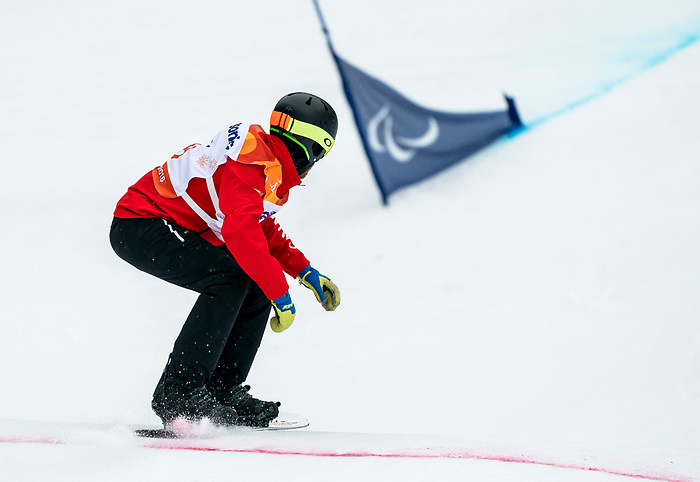 PyeongChang 16/3/2018 - Andrew Genge during the snowboard banked slalom at the Jeongseon Alpine Centre during the 2018 Winter Paralympic Games in Pyeongchang, Korea. Photo: Dave Holland/Canadian Paralympic Committee