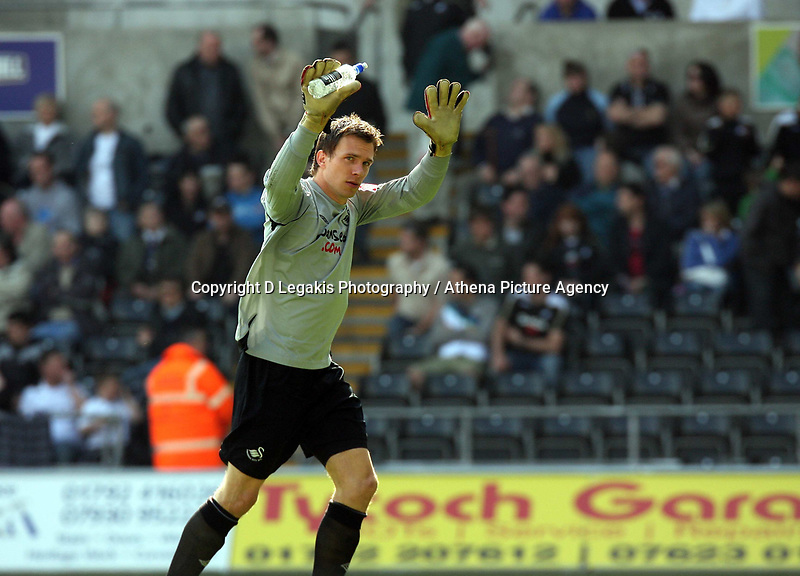 ATTENTION SPORTS PICTURE DESK<br /> Pictured: Goalkeeper for Swansea Dorus de Vries<br /> Re: Coca Cola Championship, Swansea City FC v Bristol City FC at the Liberty Stadium Swansea, south Wales. Saturday 18 April 2009.<br /> Picture by D Legakis Photography / Athena Picture Agency, Swansea 07815441513