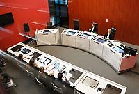 Nederland - Lelystad - 2017.  Open dag bij de Rechtbank in Lelystad. Tijdens de open dag kan men onder andere een nagespeelde zitting bijwonen of een rondleiding door het gebouw volgen. Op de foto een rechtszaal gefotografeerd door de ramen van de publieke tribune.   Foto mag niet in schadelijke context voor de gefotografeerde personen worden gebruikt.   Foto Berlinda van Dam / Hollandse Hoogte