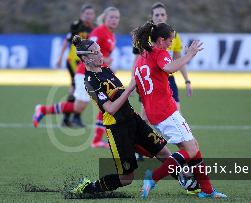 20140718 - Tonsberg , NORWAY : Belgian Sheryl Merchiers (left) pictured in a duel with Norwegian Tuva Hansen (r) during the female soccer match between Women under 19 teams of Norway and Belgium , on the second matchday in group A of the UEFA Women Under19 European Championship at Tonsberg Stadion , Norway . Friday 18th July 2014 . PHOTO DAVID CATRY