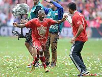 Fussball 1. Bundesliga   Saison  2012/2013   34. Spieltag   FC Bayern Muenchen  - FC Augsburg     11.05.2013 JUBEL; Deutscher Meister 2012/2013 FC Bayern Muenchen Biergraetsche; Emre Can (re) duscht David Alaba