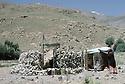 Iran 1985.La tombe du général Barzani a Ziweh.Iran 1985.General Barzani's grave in Ziweh