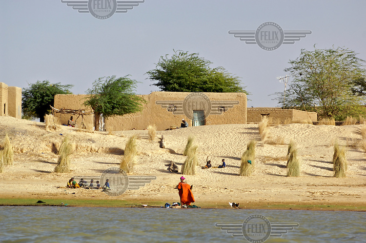 Village life along the Niger River in Timbuktu. /Felix Features