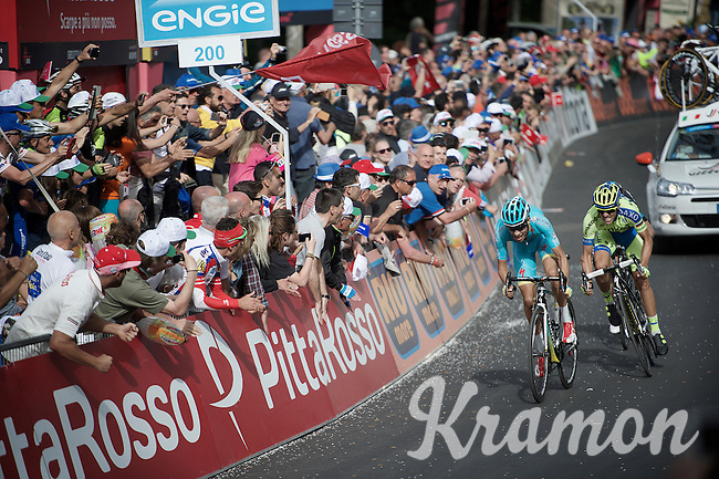 Alberto Contador (ESP/Tinkoff-Saxo) tails Fabio Aru (ITA/Astana) with only 200m to go and the maglia rosa in the balance<br /> <br /> 2015 Giro<br /> stage 5: La Spezia - Abetone (152km)