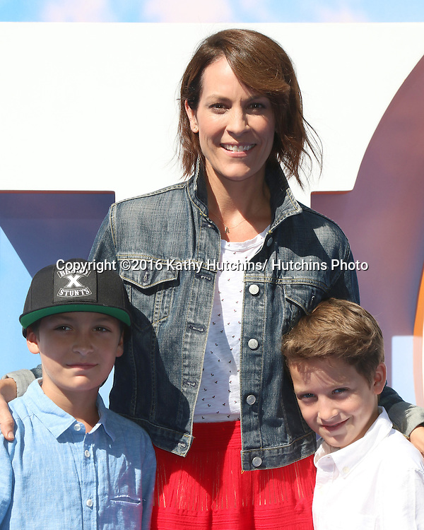 "LOS ANGELES - SEP 17:  son, Annabeth Gish at the ""Storks"" Premiere at the Village Theater on September 17, 2016 in Westwood, CA"