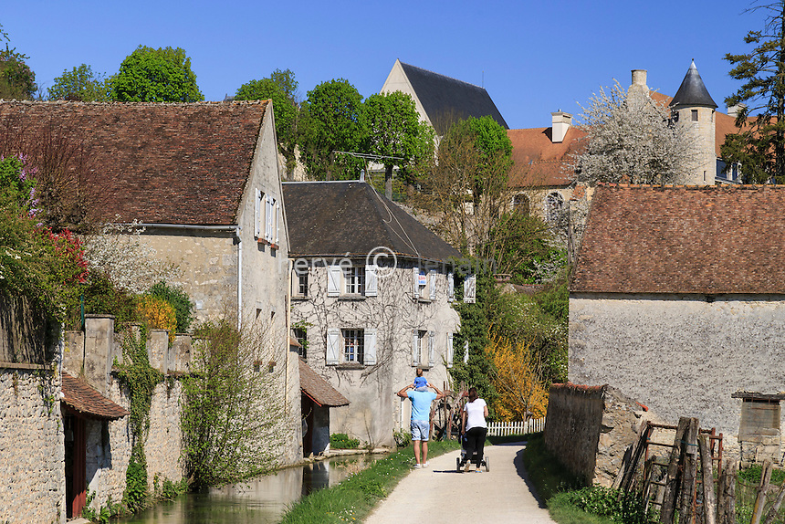 France, Seine-et-Marne (77) , Château-Landon, sentier des Amoureux le long du Fusain // France, Seine et Marne, Chateau Landon, the Sentier des Amoureux along the Fusain