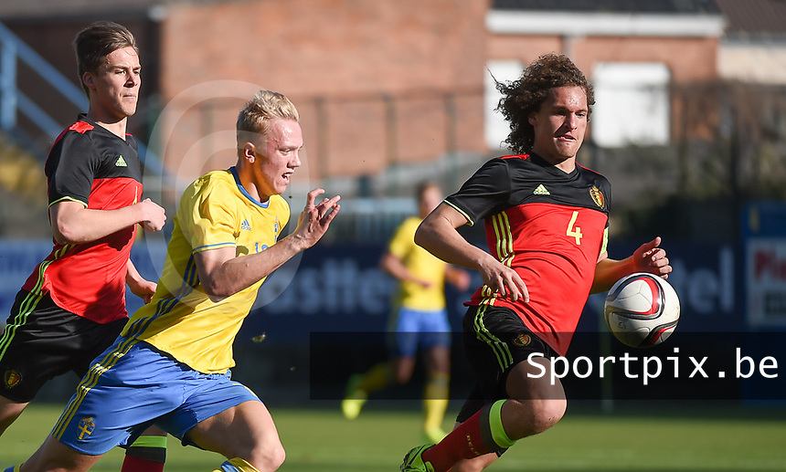 20170323 - BEVEREN , BELGIUM : Swedish Isac Lidberg (L) and Belgian Wout Faes (R) pictured during the UEFA Under 19 Elite round game between Sweden U19 and Belgium U19, on the first matchday in group 7 of the Uefa Under 19 elite round in Belgium , thursday 23 th March 2017 . PHOTO SPORTPIX.BE | DIRK VUYLSTEKE
