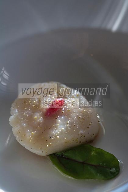 """Europe/France/Normandie/Haute-Normandie/76/Seine-Maritime/Le Havre:  St-Jacques , pate d'amande  à la coriandre et betterave,trait  de champagne Recette de  Jean-Luc Tartarin chef du Restaurant """"La Villa"""""""