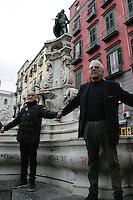 NAPOLES, ITALIA - PROTESTO-ITALIA - Ativistas realizam ato para defender monumentos historicos da cidade de Napoles contra o vandalismo nesta sexta-feira, 25. (Foto: Salvatori Esposito/Brazil Photo Press)