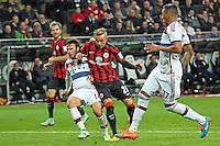 Sonny Kittel (Eintracht) zieht ab gegen Juan Bernat und Jerome Boateng (Bayern) - Eintracht Frankfurt vs. FC Bayern München, Commerzbank Arena