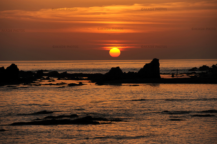 Sunset near Cape Erimo in south Hokkaido. Japan.<br /> <br /> Coucher de soleil sur la mer près du cap Erimo au sud de Hokkaido. Japon.