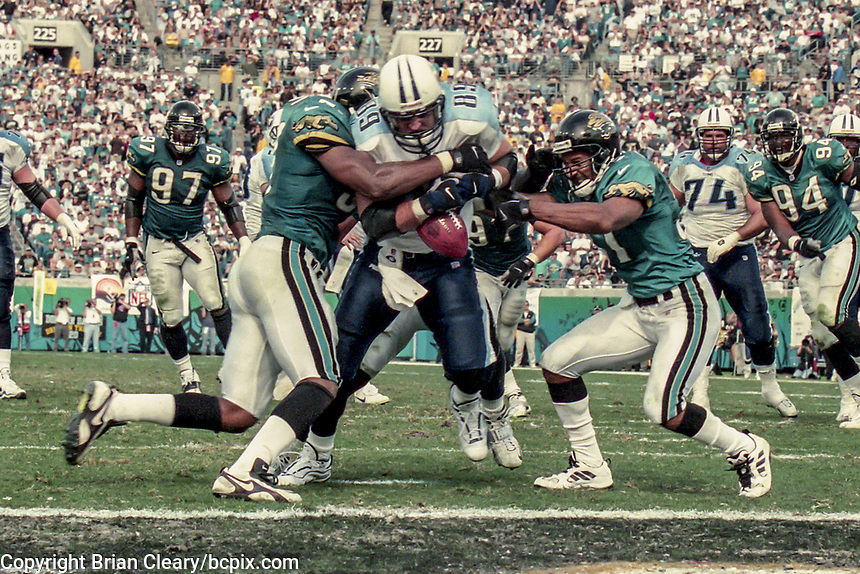 Tight End Frank Wycheck #89, catches a pass near the goal line, NFL AFC Championship game, which the Tennessee Titans won over the Jacksonville Jaguars 33-14 on January 23, 2000 in Jacksonville, FL.  (Photo by Brian Cleary/bcpix.com)