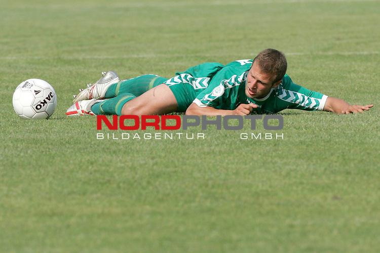RLN 05 / 06 - 8. Spieltag<br /> <br /> Kickers Emden vs VFB Luebeck<br /> <br /> Lars Kampf / LŁbeck - Ratlosigkeit am Boden liegend und schaut dem Ball hinterher<br /> <br /> Foto &copy; nordphoto <br /> <br /> <br /> <br />  *** Local Caption *** Foto ist honorarpflichtig! zzgl. gesetzl. MwSt.<br /> <br />  Belegexemplar erforderlich