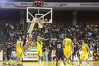 BRASÍLIA, DF 02 DE MARÇO 2013 - JOGO DAS ESTRELAS DO BASQUETE EM BRASÍLIA. Nesta manhã de sábado (02) um super jogo de basquete na quadra do ginásio Nilson Nelson em Brasília DF.  Este jogo são os melhores jogadires brasileiros e jogadores americanos que jogam no basquete Brasil..FOTO RONALDO BRANDÃO/BRAZIL PHOTO PRESS
