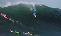 Greg Long dropping into a perfect 10 wave to win the Mavericks Surf Contest© 2008