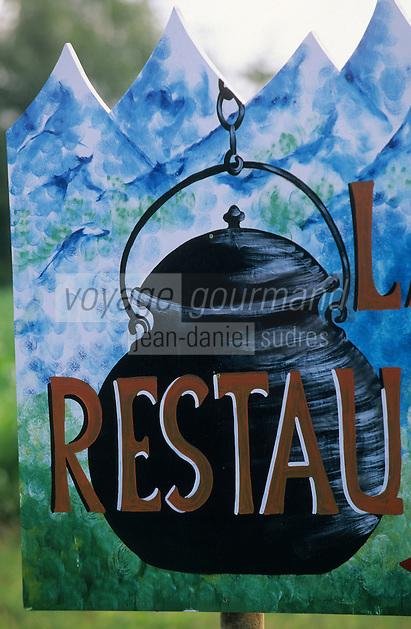 Europe/France/Aquitaine/64/Pyrénées-Atlantiques/Env d'Orthez: Détail de l'enseigne d'un restaurant représentant le pot de la poule au pot