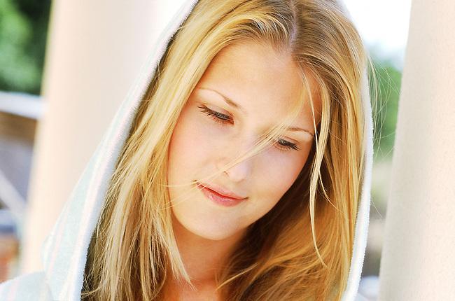 Beaute, femme blonde avec une serviette *** Blonde woman with a towel, Female Beauty