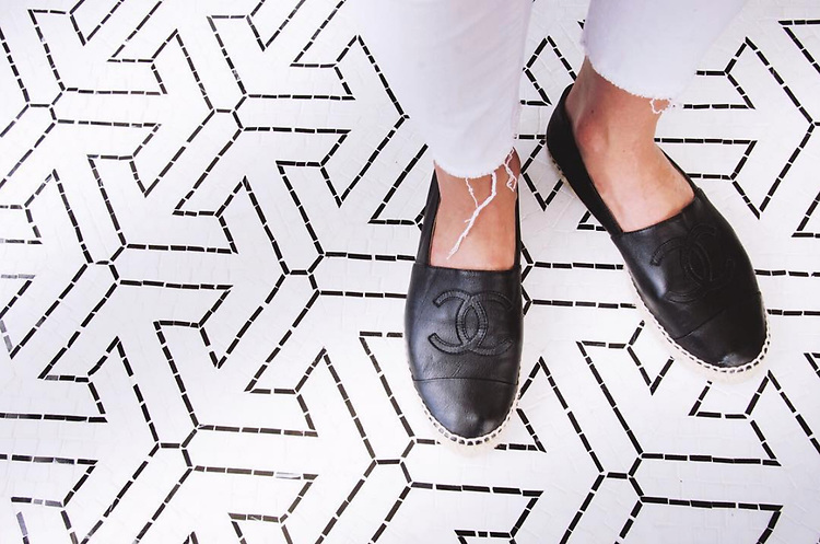 Floor: Trevi mosaic in honed Thassos and polished Nero Marquina. Designed by Paul Schatz for New Ravenna.