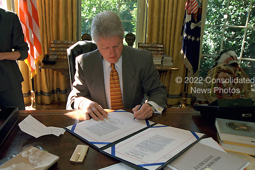 United States President Bill Clinton signs Continuing Resolution Legislation in the Oval Office of the White House in Washington, D.C. on September 29, 2000..Mandatory Credit: Ralph Alswang / White House via CNP