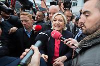 Marine Le Pen vote &agrave; l' &eacute;cole primaire publique Jean-Jacques Rousseau &agrave; H&eacute;nin-Beaumont lors du second tour de la pr&eacute;sidentielle.<br /> France, H&eacute;nin-Beaumont, 7 mai 2017.<br /> Marine Le Pen, the president of the far-right Front National party voting at the primary school Jean-Jacques Rousseau in H&eacute;nin-Beaumont, during the 2nd round of the 2017 French presidential election.<br /> France, H&eacute;nin-Beaumont, 7 May 2017.