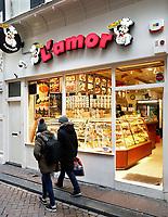 Nederland - Amsterdam 2018.  Snacks en zoetigheid te koop bij  L'Amor op de Wallen.  Foto Berlinda van Dam / Hollandse Hoogte