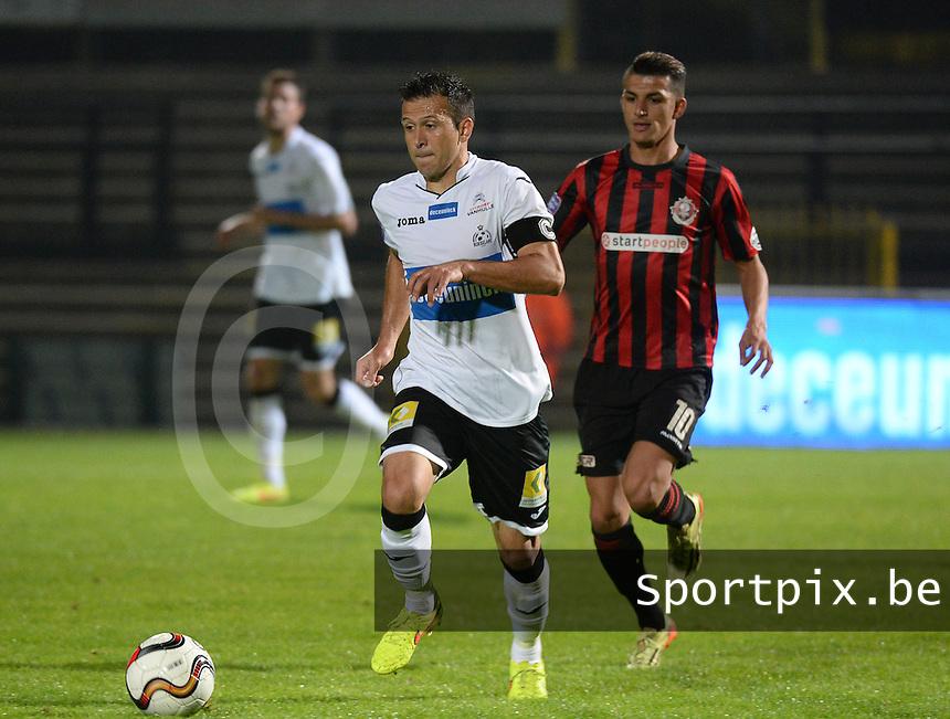 KSV Roeselare - Seraing : Marcos Camozzato (links) aan de bal voor Yahya Boumediene (r) <br /> foto VDB / BART VANDENBROUCKE