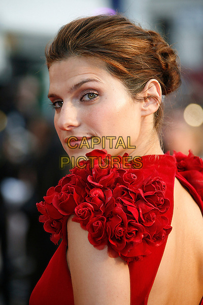 """LAKE BELL .At the UK Film Premiere of """"What Happens In Vegas"""" held at the Odeon Leicester Square, London, England, .April 22nd 2008..portrait headshot red ruffle shoulders flowers back over shoulder .CAP/DAR.©Darwin/Capital Pictures"""