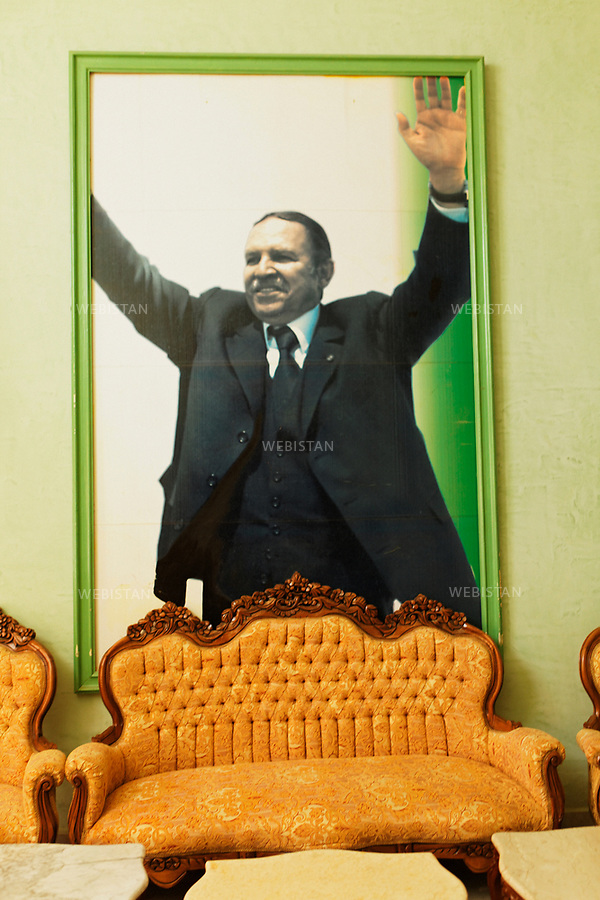 Algerie. Mascara. 15 avril 2011. Portrait geant du president Abd El Aziz Bouteflika.<br /> <br /> <br /> Algeria, Mascara.. April 15th 2011. Giant photo of president Abd El Aziz Bouteflika.