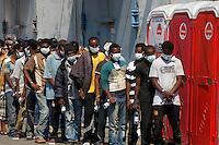 320 immigrati sono sbarcati nel porto di nave dalla nave Scirocco
