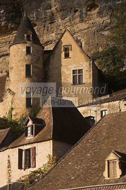 Europe/France/Aquitaine/24/Dordogne/Vallée de la Dordogne/La Roque-Gageac: Toits du village et Le Manoir de Tarde XVème siècle - Ancienne demeure du chanoine de Tarde
