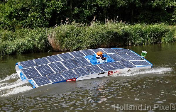 Nederland -  Purmerend - 23 juni 2018.    Solar Sport One race competitie. Het wereldkampioenschap Solar Boat racen. Boten die varen op zonne-energie. Slalom.    Foto Berlinda van Dam Hollandse Hioogte