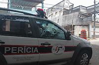 SÃO PAULO,SP, 12.11.2015 - HABITAÇÃO-SP - Defesa civil interdita quatro casas na rua Arumateia no bairro Edu Chaves região norte de São Paulo. Moradores retiraram apenas roupas e documentos pessoais por causa do perigo de desmoronamento. A Perícia esteve no local para averiguar as possíveis causas na manhã desta quinta-feira (12). (Foto : Marcio Ribeiro / Brazil Photo Press)