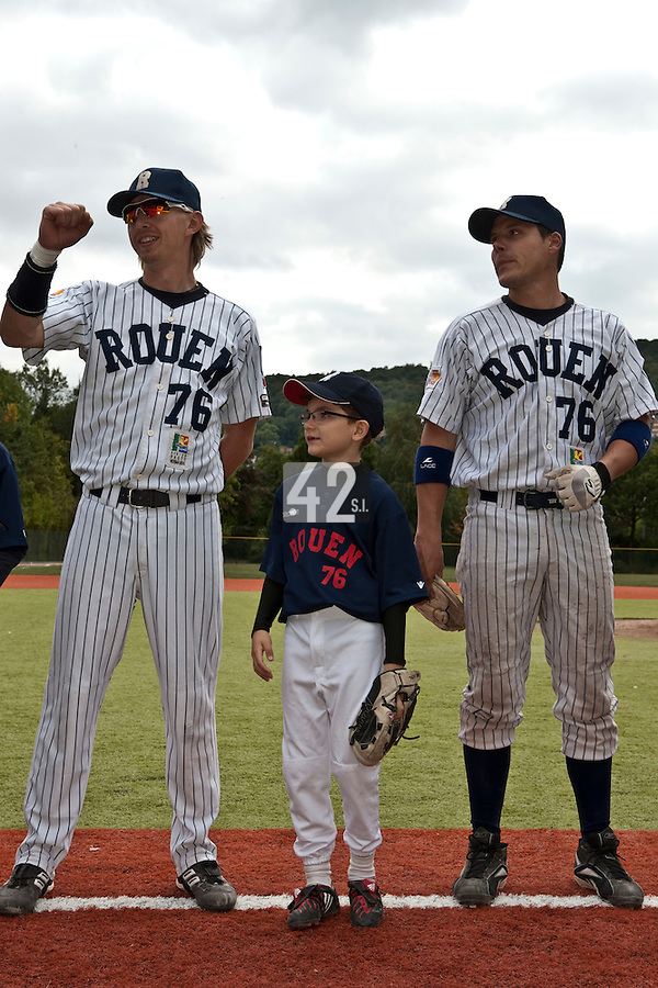 03 october 2009: Young fan and baseball player Victor Rolland is seen between Luc Piquet and Boris Marche prior to game 1 of the 2009 French Elite Finals won 6-5 by Rouen over Savigny in the 11th inning, at Stade Pierre Rolland stadium in Rouen, France.