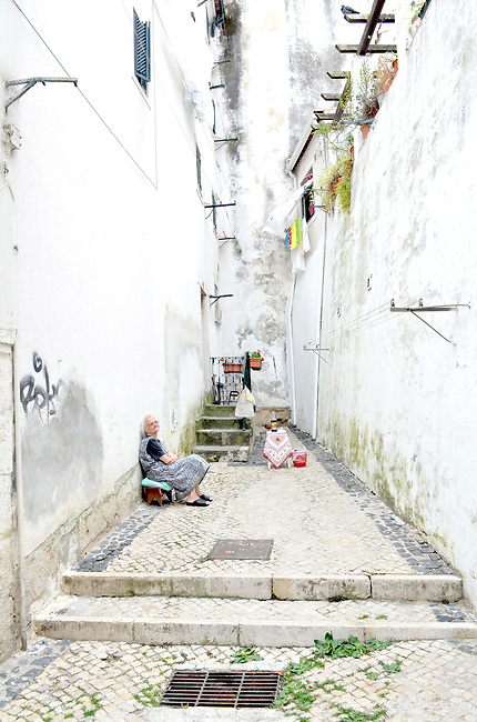 women of the Alfama