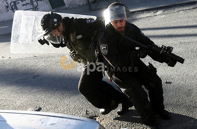 An Israeli security force shot a tear gas canister toward Palestinian demonstrators during clashes in protest to Israel's military operation in Gaza, in the East Jerusalem neighbourhood of Issawiya November 15, 2012. A Hamas rocket killed three Israelis north of the Gaza Strip on Thursday, drawing the first blood from Israel as the Palestinian death toll rose to 15 in a military showdown lurching closer to all-out war and an invasion of the enclave. Photo by Mahfouz Abu Turk