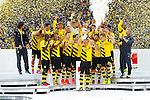 13.08.2014, Signal Iduna Park , Dortmund, GER, DFL-Supercup, Borussia Dortmund vs. FC Bayern Muenchen / M&uuml;nchen, im Bild: Sebastian Kehl #5 (Borussia Dortmund) Hochformat&auml;lt /haelt den Supercup in die Luft. Gestik, Spass, Freude, Jubel, Gut gelaunt, Begeistert Querformat<br /> <br /> Foto &copy; nordphoto / Grimme