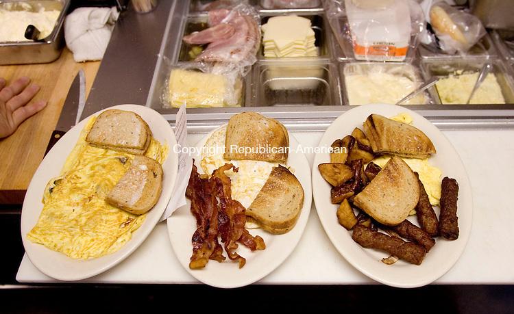 WOODBURY, CT--04 JULY 2006 -070406JS16-A   breakfast is being prepared by kitchen staff at Phillips Diner in Woodbury.  -- Jim Shannon Republican-American