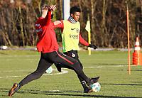 Taleb Tawatha (Eintracht Frankfurt) gegen Noel Knothe (Eintracht Frankfurt) - 14.02.2018: Eintracht Frankfurt Training, Commerzbank Arena