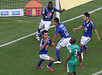 BOGOTA -COLOMBIA, 7-MARZO-2015. Gabriel Diaz de Millonarios cabecea y convierte su gol contra  La Equidad  durante la octava fecha de La Liga Aguila jugado en el estadio Nemesio Camacho El Campin . /   Gabriel Diaz of Millonarios hits ball with his head and scores his goal against Equidad during the eighth round of La Liga Aguila played at the stadium Nemesio Camacho El Campin. Photo / VizzorImage / Felipe Caicedo  / Staff